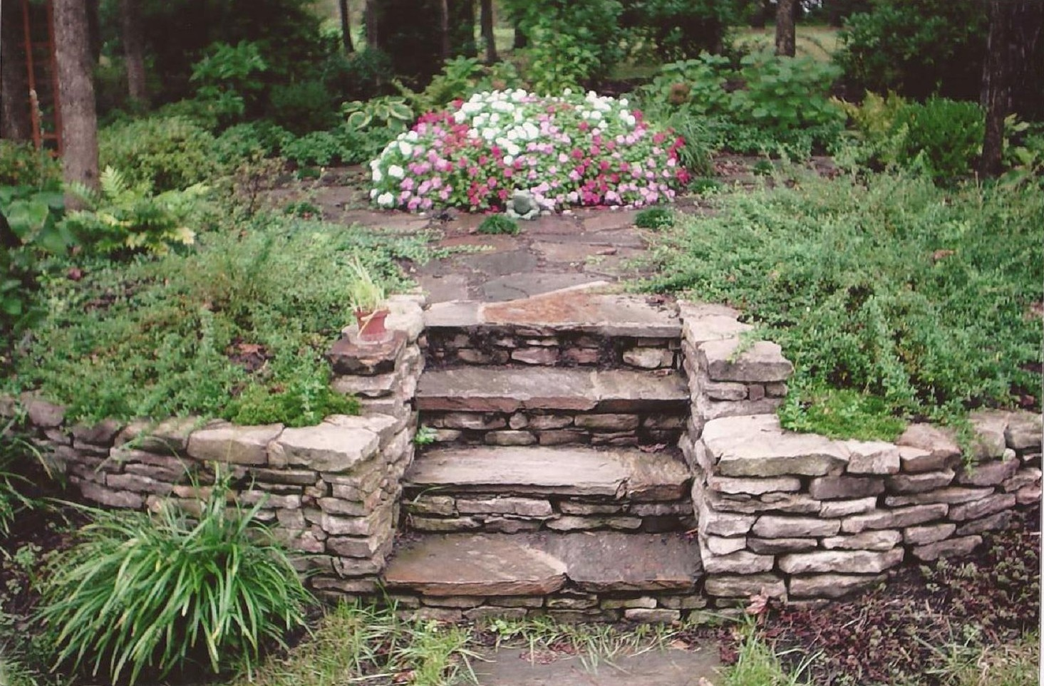 Natural stone chattanooga tn for Natural rock landscaping